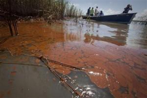 Death slick worries Pakistani fishermen.
